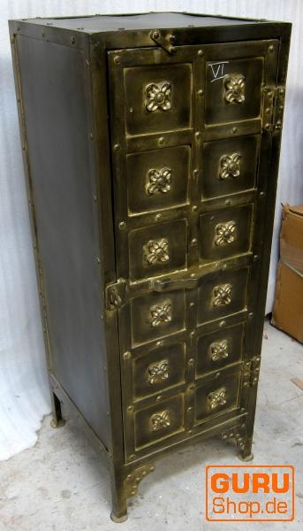 metall schrank vintage design. Black Bedroom Furniture Sets. Home Design Ideas